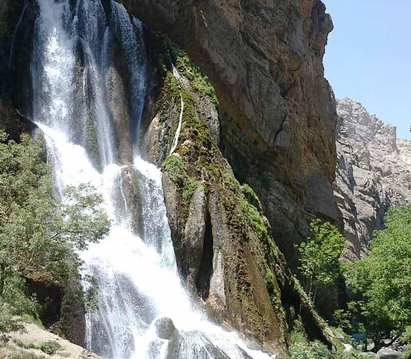 آبشار آب سفید الیگودرز در قلب رشته کوه زاگرس