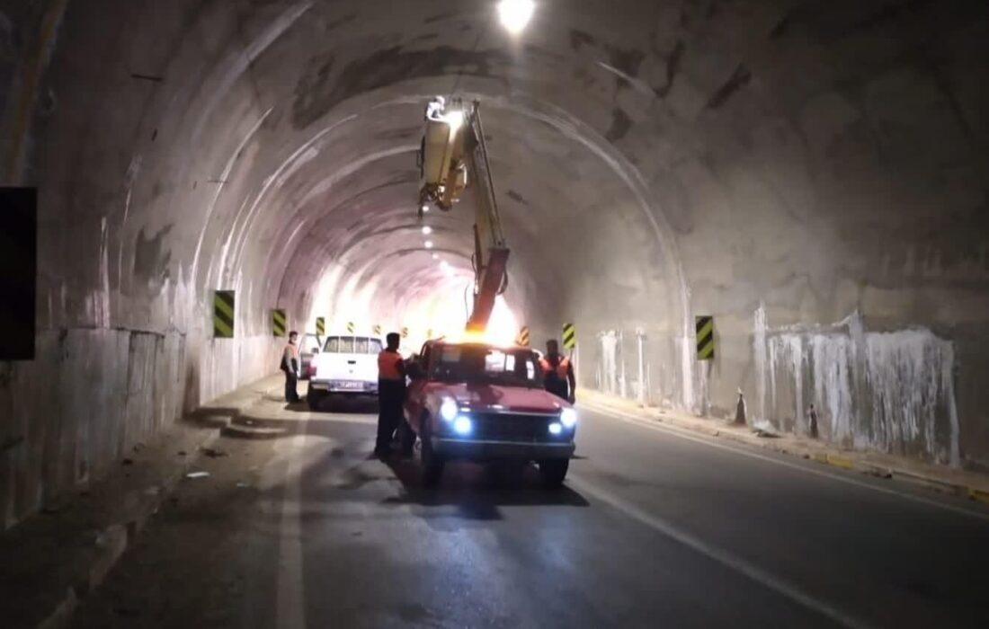 بازگشت روشنایی به تونل های جاده لالی به مسجدسلیمان با نصب بیش از ۱۰۰ چراغ جدید