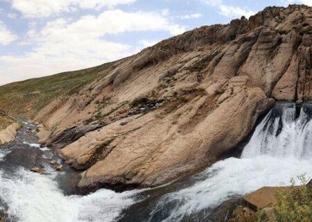 حجم آب چشمه کوهرنگ بیش از ۵۰ درصد کاهش یافت